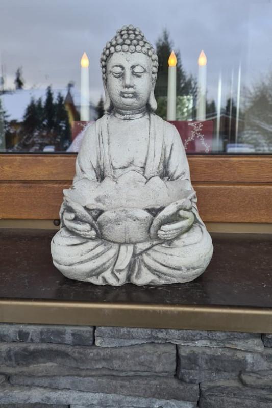 Budha s mísou